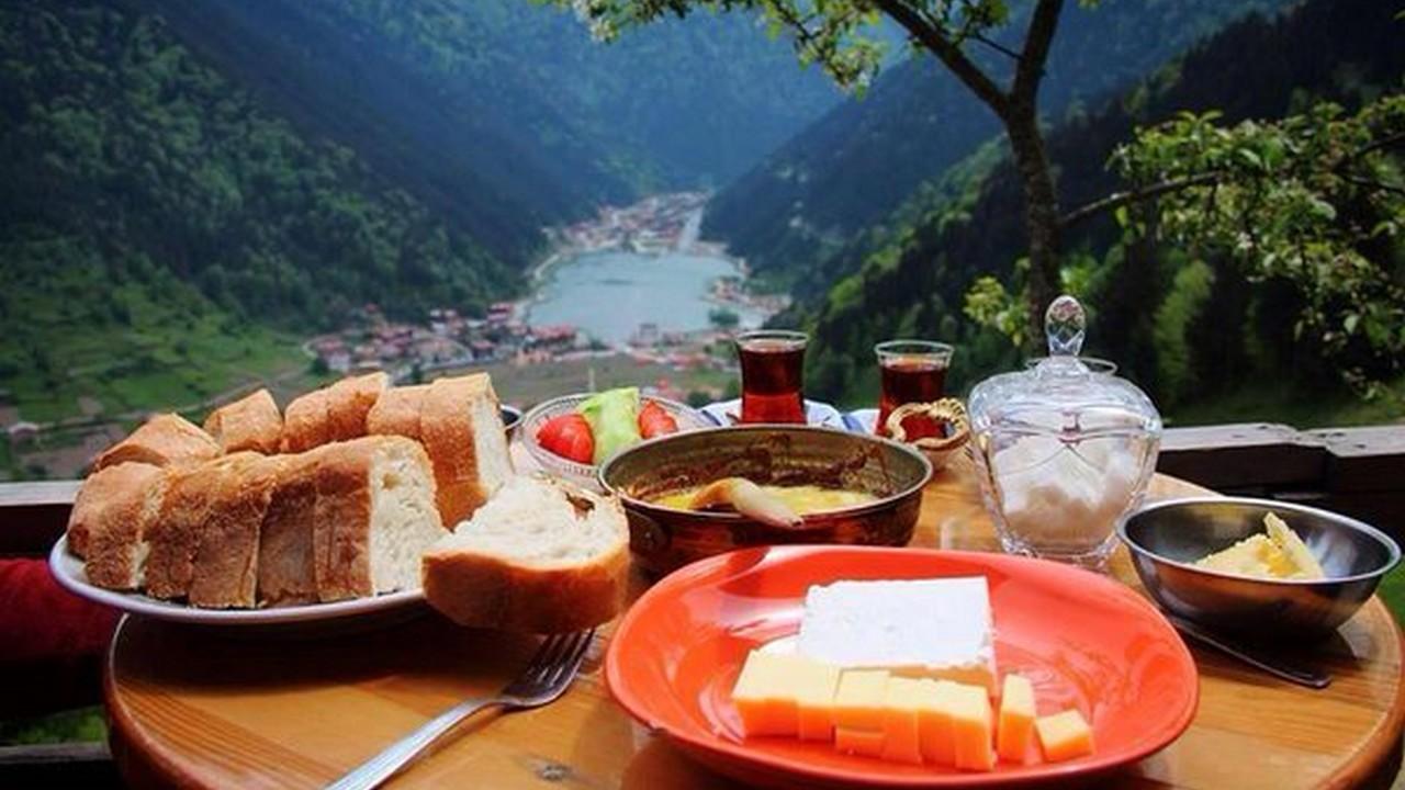 الافطار في بحيرة ازونغول
