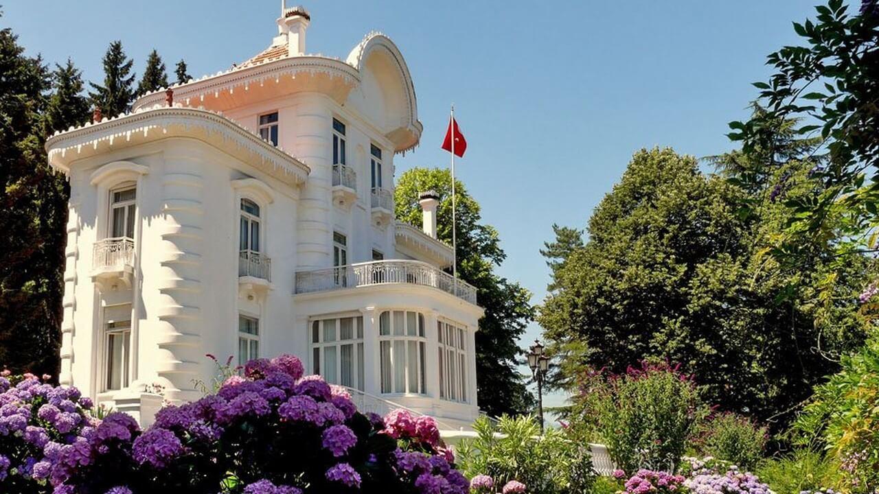 حديقة قصر أتاتروك